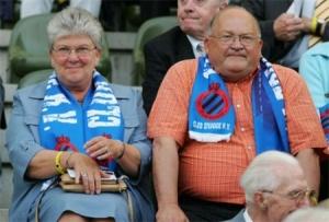 Jean-Luc Dehaene met zijn vrouw op de tribune van Club Brugge