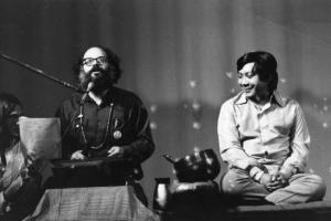 Allen Ginsberg (links) met Shögyam Trungpa Rinpoche