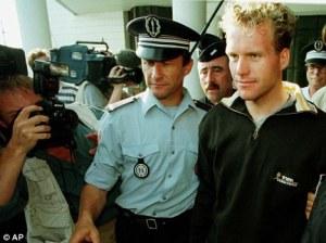 Steven de Jongh wordt in de Tour van 1998 gearresteerd door de Franse politie